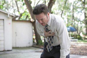 hombre-sufriendo-un-ataque-al-corazon