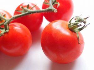 Mitos sobre las propiedades del tomate | La Guía de las Vitaminas