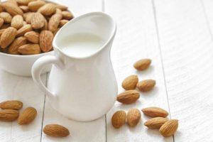 preparacion casera leche de almendras