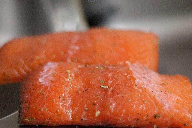 salmon marinado listo