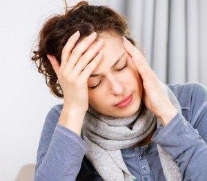 Mujer-con-dolor-de-cabeza