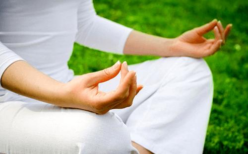 nervios en el estómago-yoga