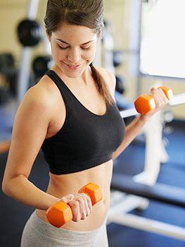 flacidez en los brazos-ejercicio de pesas