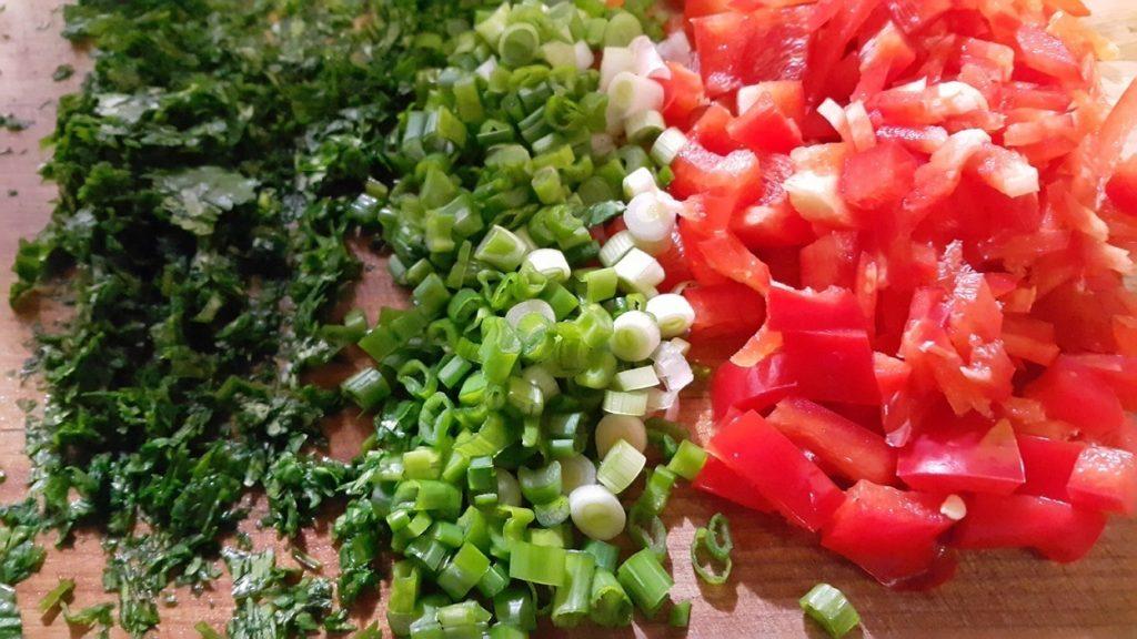 pimiento rojo cebolla y cilantro rallado