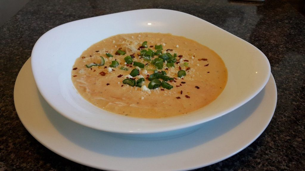 sopa-de-pollo-con-salsa-bufalo