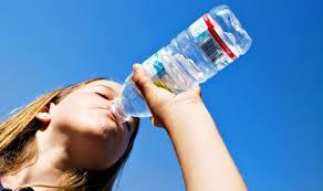 signos de alarma de que a tu cuerpo le falta agua