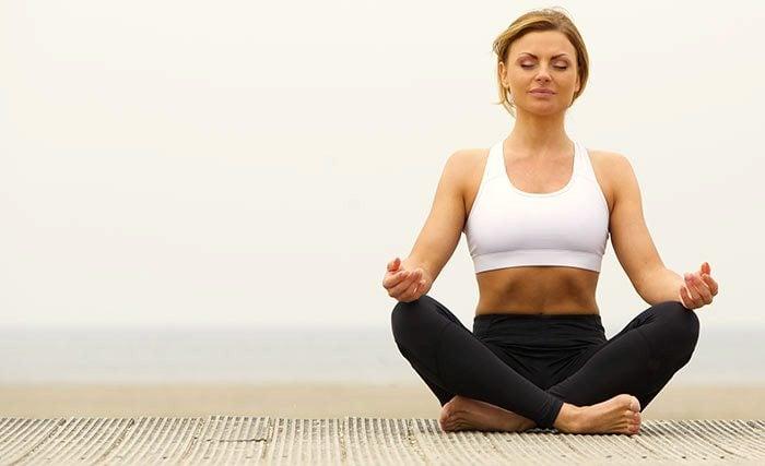 postura-de-yoga-Pranayam-Kapal-bhati