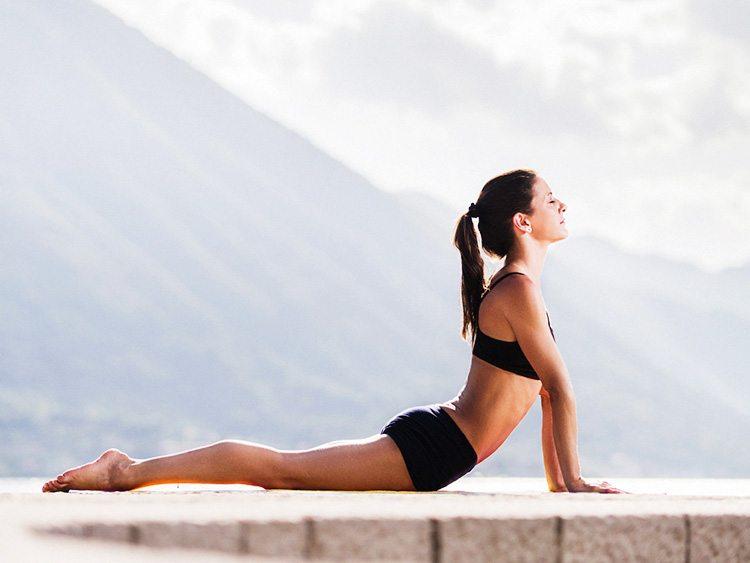 postura-de-yoga-cobra