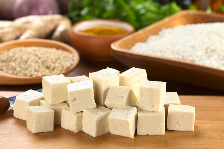 tofu-sobre-tabla-de-madera
