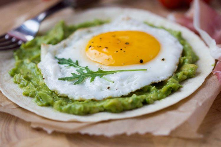 huevo-estrellado-con-guacamole