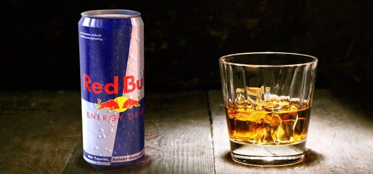whiskey-con-redbull-bebida-energizante