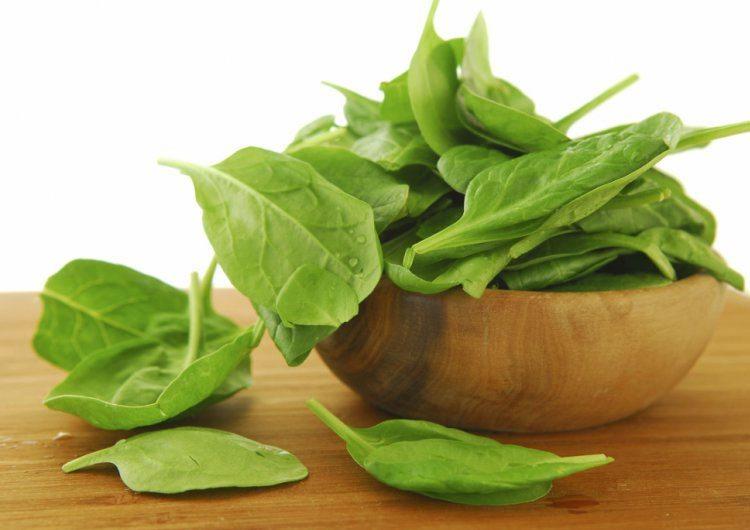 espinacas-tazon-madera
