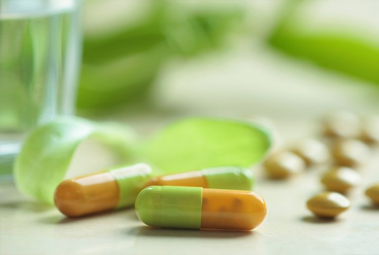 medicamentos-sobre-mesa
