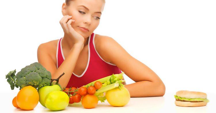 mujer-frutas-y-verduras-hamburguesa