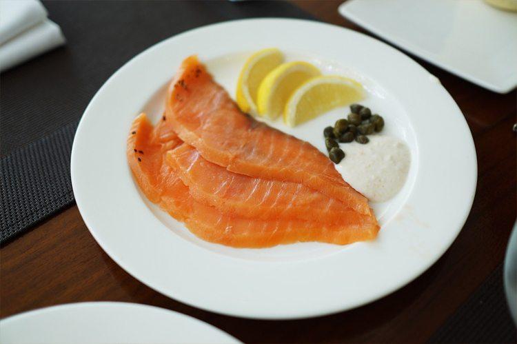 salmon-plato