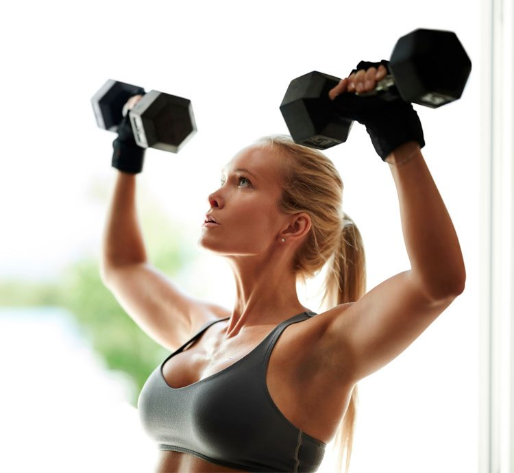 mujer-levantando-pesas